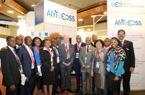 Derek Hanekom, South African Minister of Science and Technology, with GEO participants from Africa at the AfriGEOSS Stand http://www.iisd.ca/geo/geox/