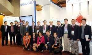 Chinese delegates at the ChinaGEO stand, with Liu Chuang (Chinese Academy of Sciences) in the centre of the front row.http://www.iisd.ca/geo/geox/17jan.html