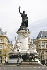 800px-A_la_Gloire_de_la_République_Française