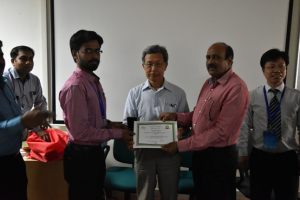 Yukio Himiyama, President of the International Federation (IGU), awarded a certificate to the trainees